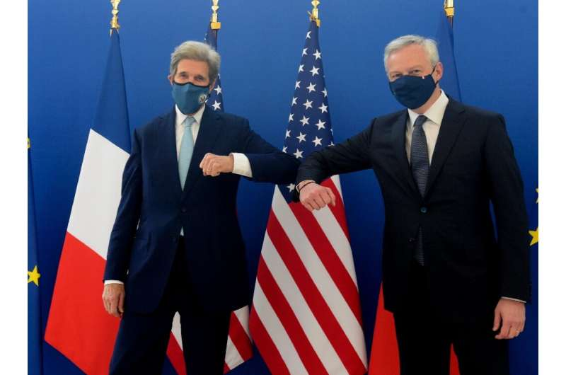 US climate envoy John Kerry and French Finance Minister Bruno Le Maire said they would jointly study efforts to enlist private f