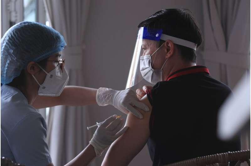 Vietnam speeds up Hanoi vaccine drive; 1M jabs over weekend