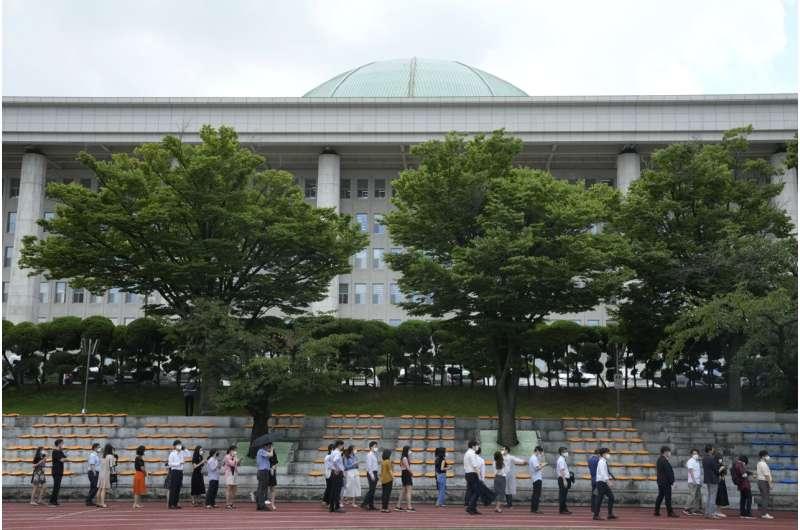 Virus spreads in S. Korean regions with lighter restrictions