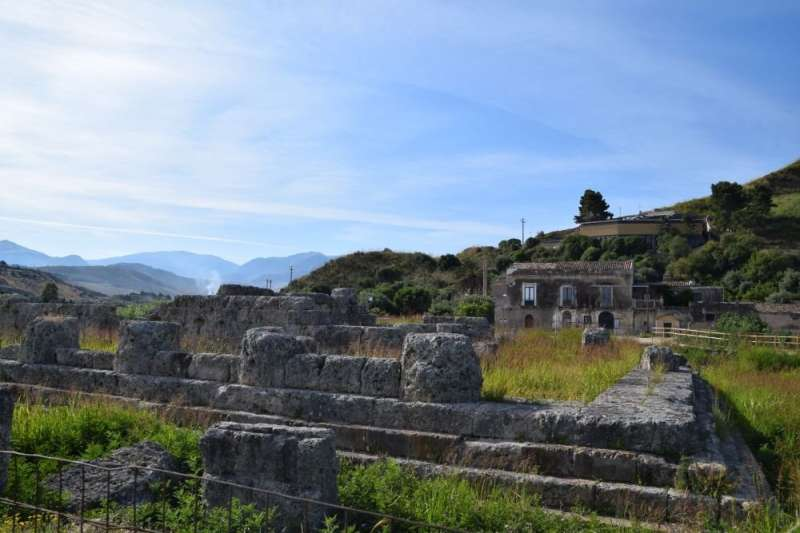 Who fought in the ancient Greek Battles of Himera? Chemical evidence provides answers