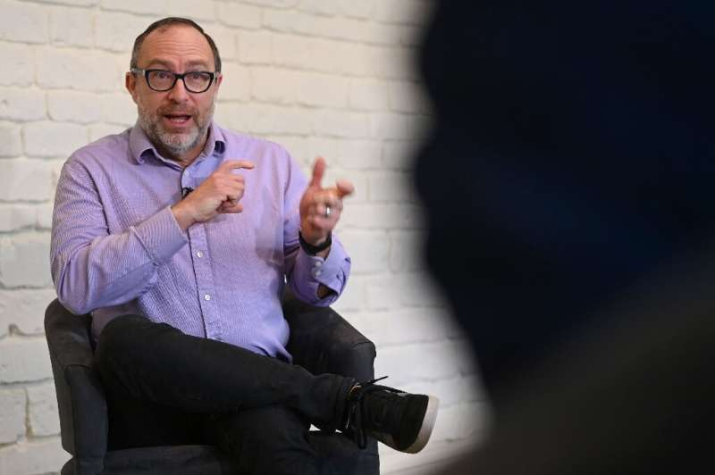 Pendiri Wikipedia, Jimmy Wales, mengakui bahwa dia takut seseorang akan mengalahkannya untuk membuat ensiklop kolaboratif online gratis