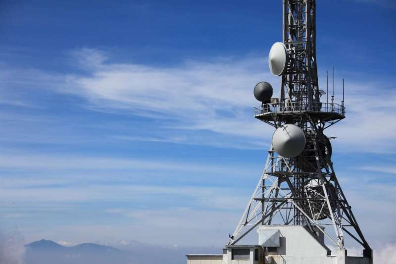 Wireless broadband connectivity enhanced by a new communication design