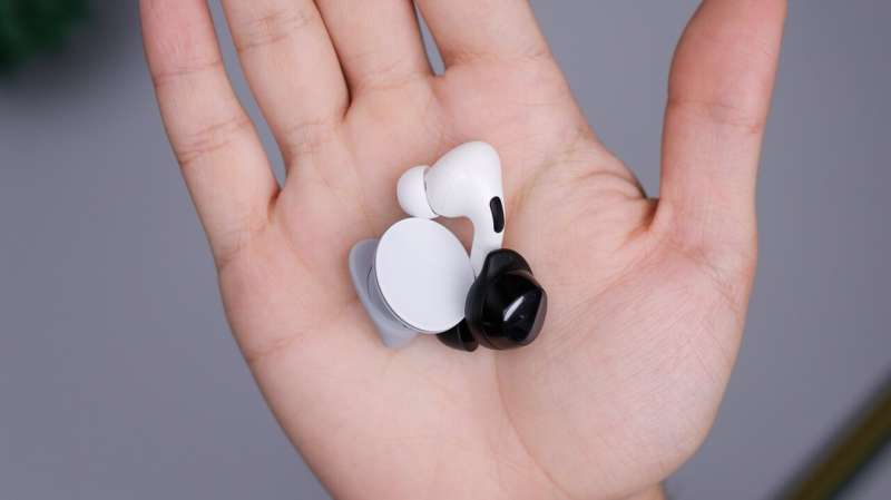 Music to my fears: Man swallows earbud while sleeping thumbnail