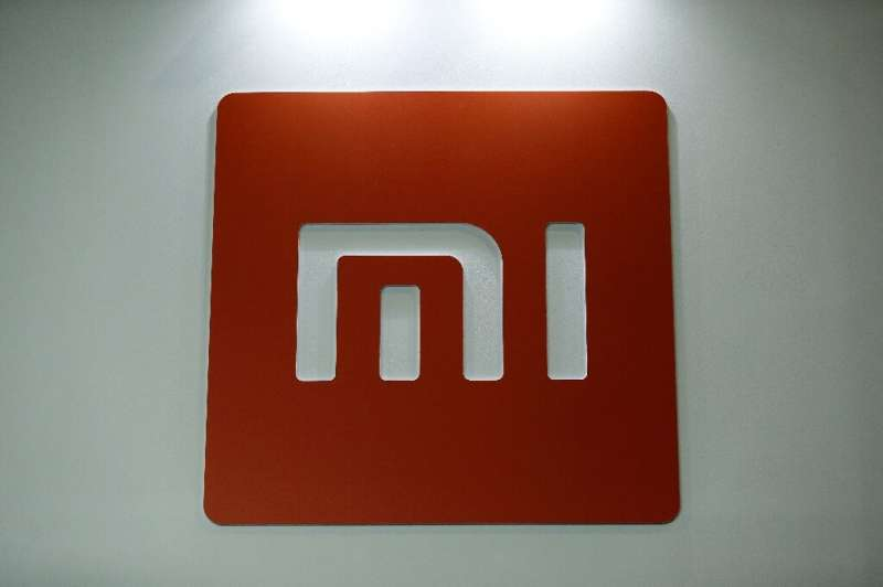 Xiaomi is making gains on Samsung in the global smartphone market, according to a new survey.