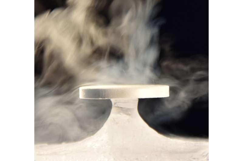 Zen stones placed naturally on ice pedestals: a phenomenon finally understood