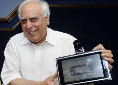 India develops 35-dollar 'laptop' for schools