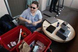 Hacker builds $1,500 cell-phone tapping device (AP)